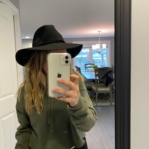 Black structured hat - like new!!